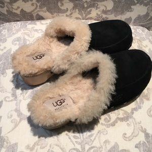 UGG Kalie Black and Cream Clogs. Sz 6